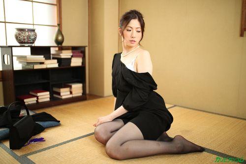新城由衣 - 二穴同時挿入の快感を覚えた未亡人 04