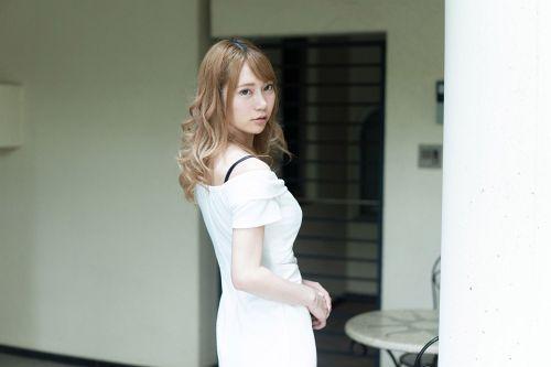 如月結衣 - Debut Vol.54 ~超イキ体質のスレンダー巨乳美女と中出し~ 01