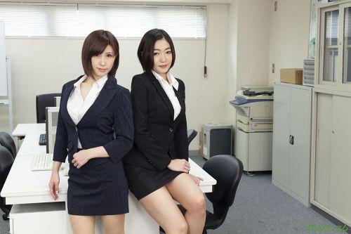 江波りゅう、折原ほのか - エスカレートする女上司たち ~下着開発部は女の戦場~ 01