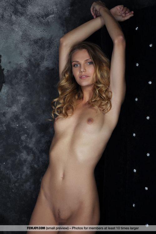 Elina De Leon - MY PREMIERE