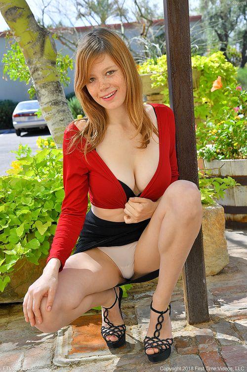 Gwen - UPSKIRT IN RED