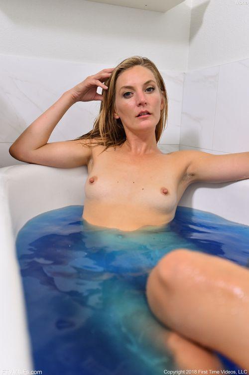 Mona - DEEP BLUE
