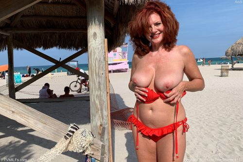 Andi - NUDE ON THE BEACH