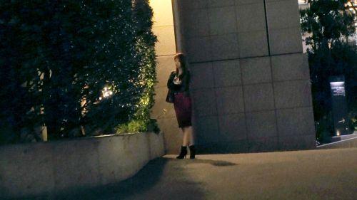 【最高の美女】24歳【色白美巨乳】りのちゃん参上!仕事帰りにAV出演しちゃう彼女の応募理由は『私、人にSEX見せたいんです♪』聞くと見られたい願望が強過ぎる【エッチなお姉さん】『見られたいから露出多目の洋服着てます♪』エロ親父の視線は大歓迎の【変態美容部員】『AVって不特定多数の人見ますよね?』はい、そぅですけど?『あぁっ、濡れてきちゃぅ、、♪』かなりの重症ですねw 見られて大興奮のガチイキは必見です! - りの 24歳 美容部員 01