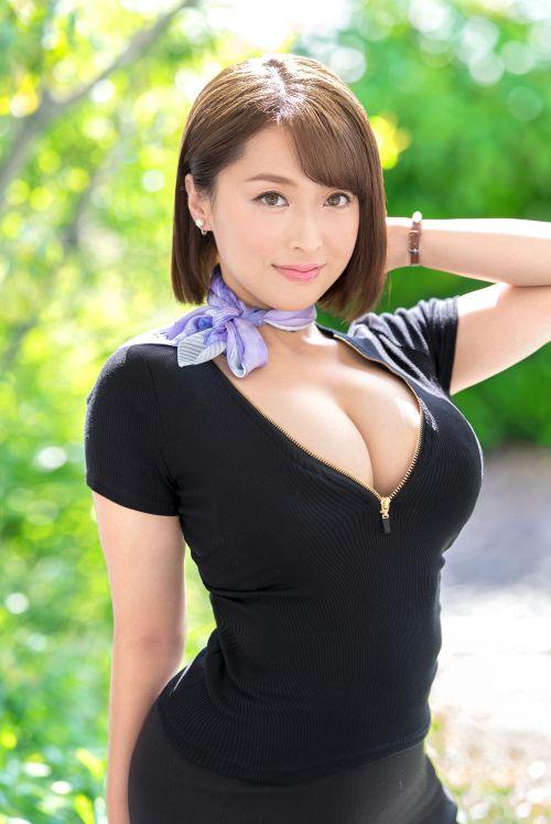 ムッチムチGカップ×超肉感神尻 元国際線キャビンアテンダント 人妻 篠崎かんな 32歳 AVデビュー 01