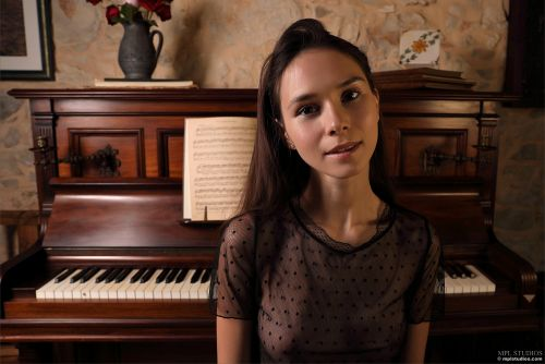 Leona Mia - GOTH ROMANTIC 02