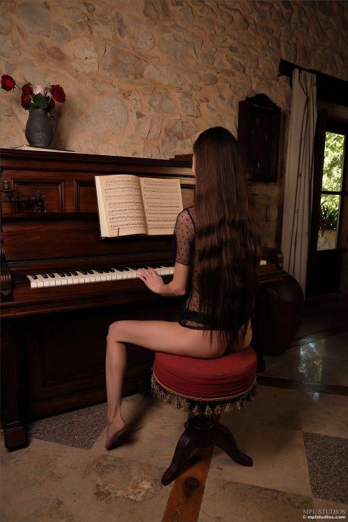 Leona Mia - GOTH ROMANTIC 06