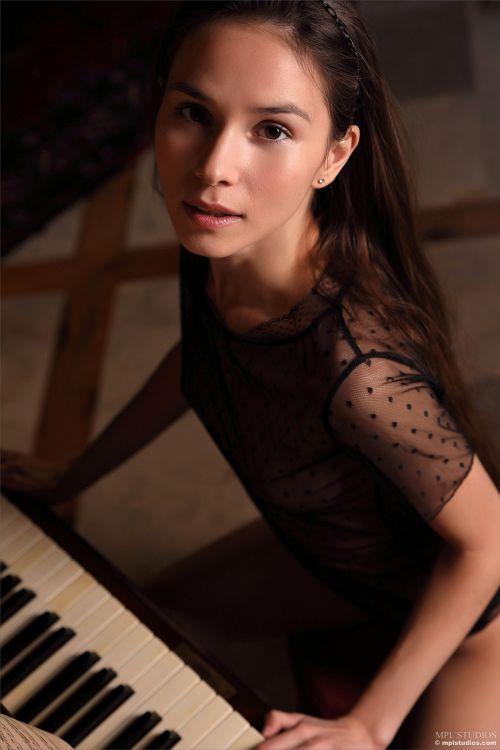 Leona Mia - GOTH ROMANTIC 07