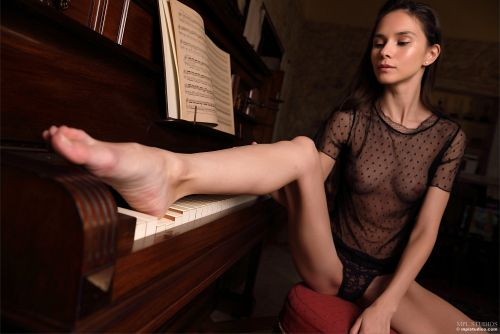 Leona Mia - GOTH ROMANTIC 08