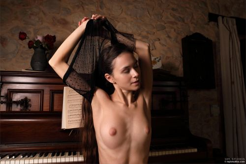 Leona Mia - GOTH ROMANTIC 15