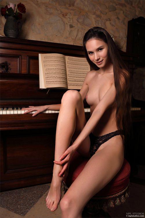 Leona Mia - GOTH ROMANTIC 17