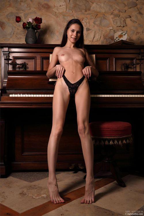 Leona Mia - GOTH ROMANTIC 18