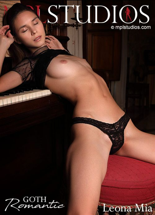 Leona Mia - GOTH ROMANTIC