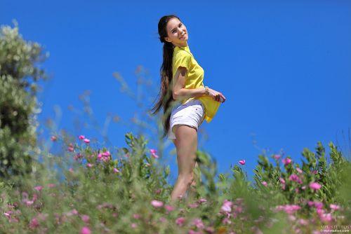 Leona Mia - CALL TO NATURE 01