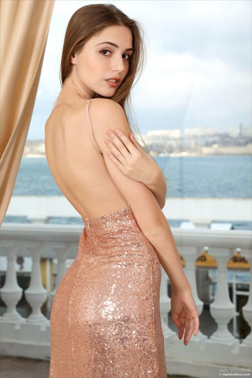 Elle - SEXY IN SEQUINS 05