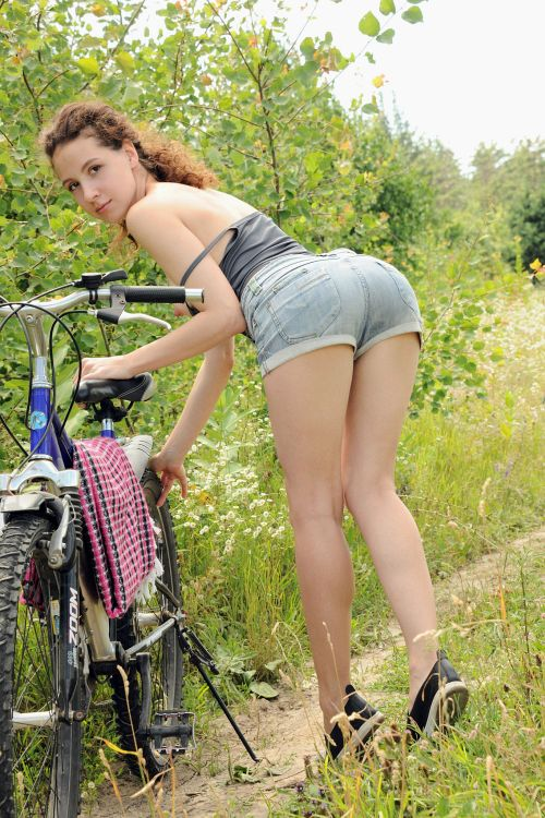 Melissa Maz - BIKING IN NATURE 06