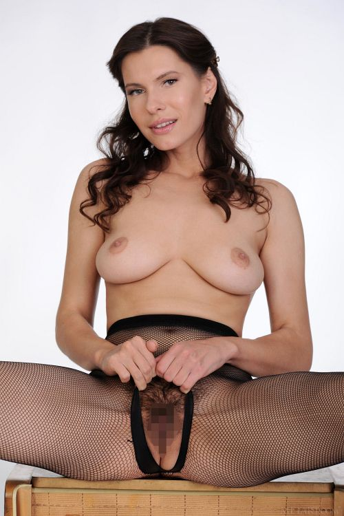 Suzanna A - CROTCHLESS 08