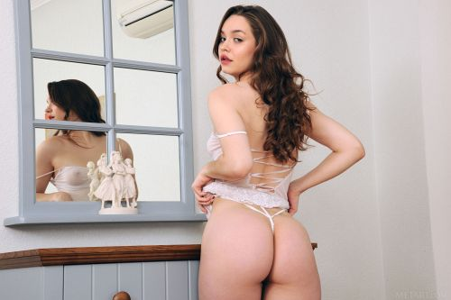 Margo Purz - SHEER WHITE 06