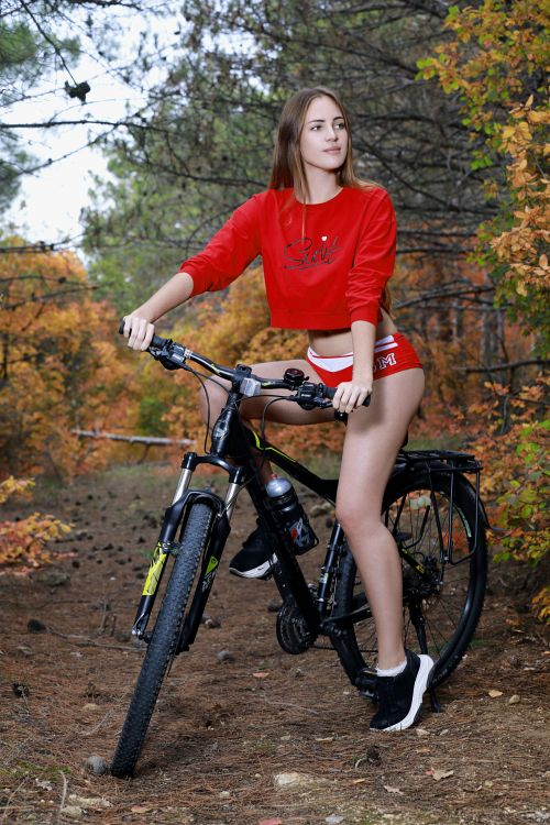 Hailey - OUT BIKING 01