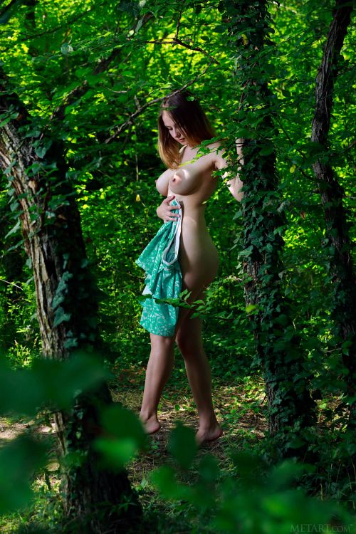 Dakota Pink - LOST IN NATURE 09