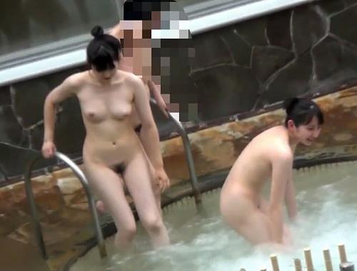 スーパー銭湯の露天風呂で盗撮された女子たちがコチラ・・・裸丸見えなのに気が付いてない・・・