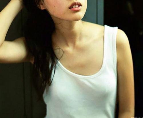 戸田恵梨香、透け透け乳首がエロい!小粒な先端がぷっくら勃ってる・・・