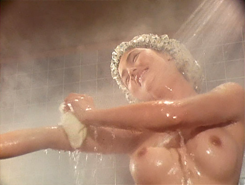 【ヌード画像】女優・泉じゅん、乳首丸出しフルヌードがエロ過ぎる!映画なら素っ裸になっていた!