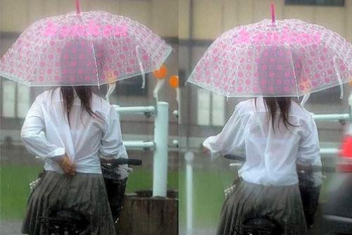 雨で濡れて制服から透けブラして、エロい姿になってるJKたち