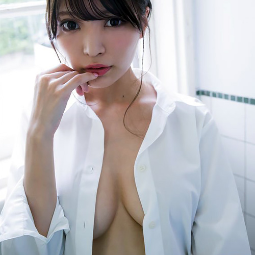 インスタフォロワー24万人の逸材処女モデル似鳥沙也加、裸にシャツ1枚の姿がセクシーすぎww