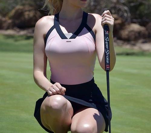 【エロ注意】スイングした時に違う意味で歓声が上がる爆乳プロゴルファーをご覧ください。
