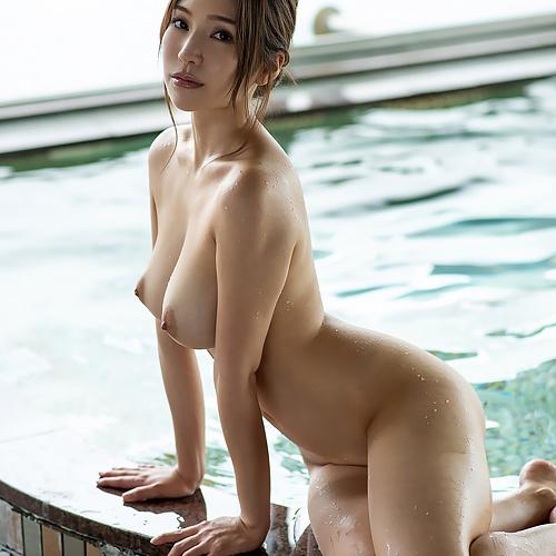 お風呂に浮かぶおっぱい♪ 身も心も裸で癒やされよう Vol.7 【葵】
