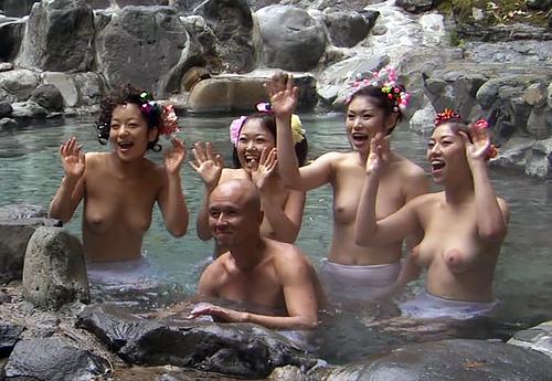 【画像】乳首ポロが当然だった昭和の懐かしいエロ番組集 32枚