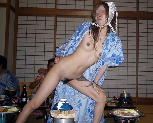 ピンクコンパニオンの過激な性サービスが病み付きになるぞぉーwww全裸でオマンコ丸出しだぁーwww