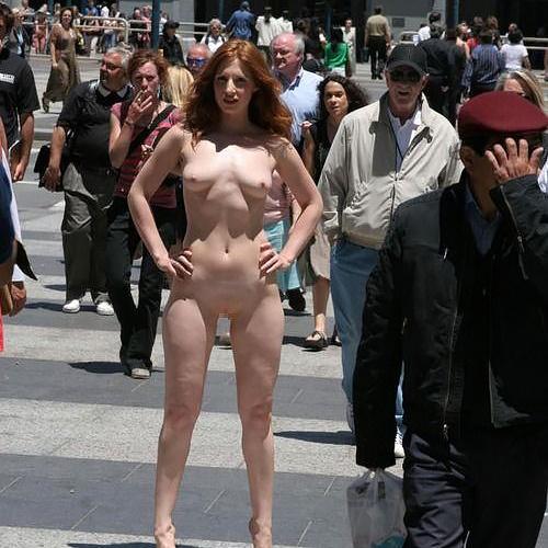 【海外野外露出エロ画像】堂々と肌を曝け出してる外国人は凄いなって関心するwww
