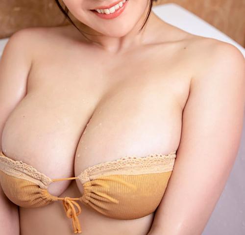 TVで胸小さくする手術したいと告白した人気グラドル紺野栞、年々大きくなる最新露出オッパイがこちら