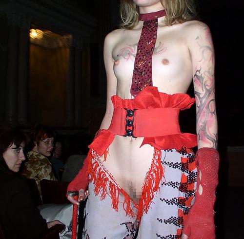 【マジキチ】もう方向性が分からなくなった海外のファッションショー。(画像あり)