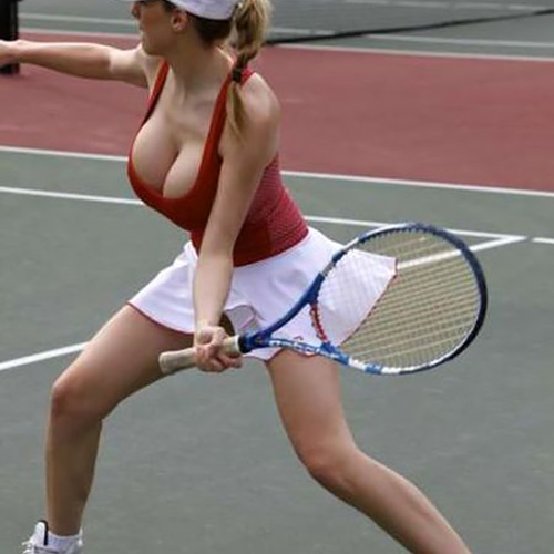 海外女子テニスプレイヤーの鍛え上げられた太ももや尻が妙にエロく見えてしまうwwwwwww
