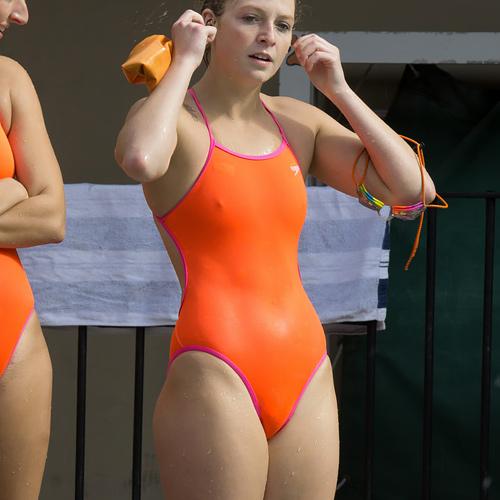 【競泳水着】海外少女たちのプールの時間、このスタイルは反則やろぉ・・・(画像38枚)