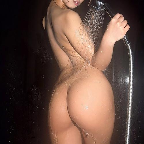 風呂場で濡れて水が滴るお尻が妖艶でエロい、美尻娘たちの全裸姿