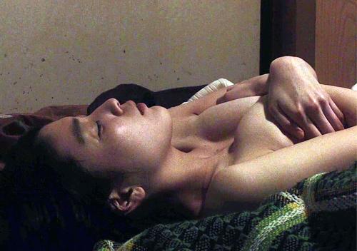 【成海璃子】衝撃の濡れ場で見せたDカップお○ぱいが○起不可避wwwwwww(画像36枚)