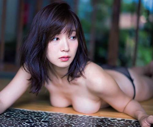 グラドル階戸瑠李(30)とかいうグラドルの乳首モロ出しシーンwwwwwww(GIFあり)