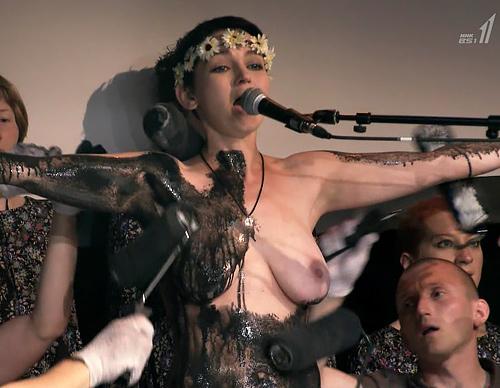 【※悲報】NHK バレエダンサー特集で乳首がガチで映る放送事故wwwwwwww(画像あり)