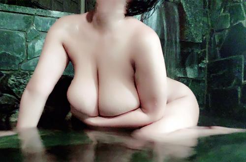 Pちゃん こと元グラドルAV女優・風子さん、温泉自撮りを晒す…エロ同人のようなボディがドスケベ過ぎるwww