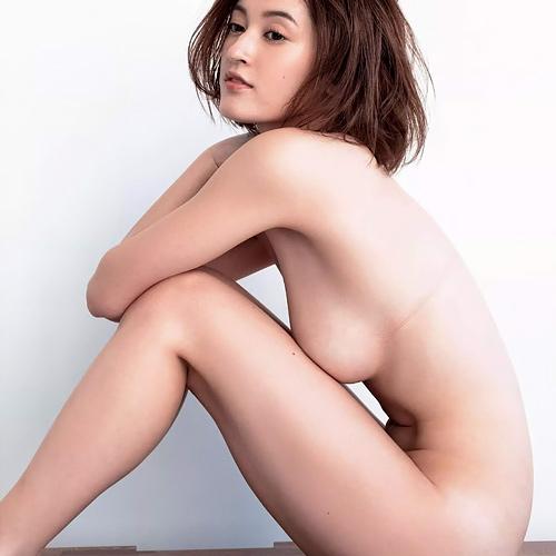 【画像】元AKB48フランスハーフ美少女のヌードキタ━━━━(●∀●)━━━━!!