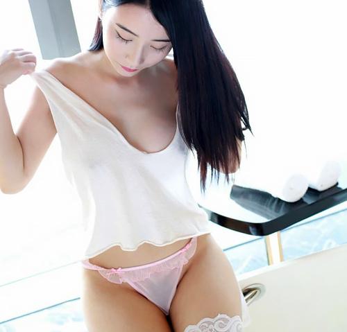 【画像】中国のモデル、ビーチク透けてるモデル乳首起ち過ぎ・・・(36枚)