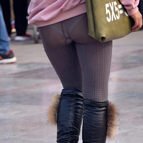 ショートパンツやエ□い格好して街を歩いてるマンさんの画像まとめ!→太ももやお尻にクギ付け。