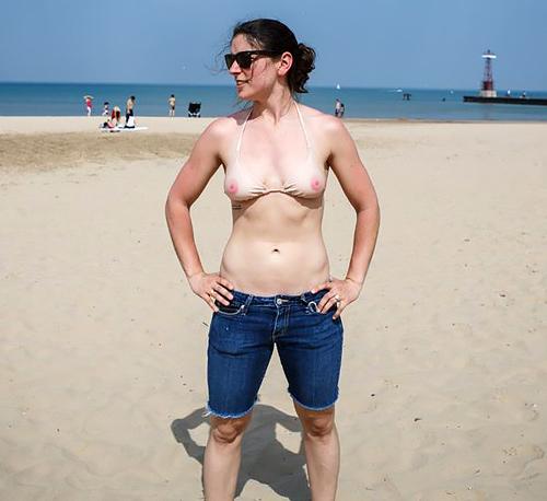 ピンク乳首が丸見えなこのタイプのセクシー水着・・・・・これは発狂不可避wwwwwwww(画像あり)