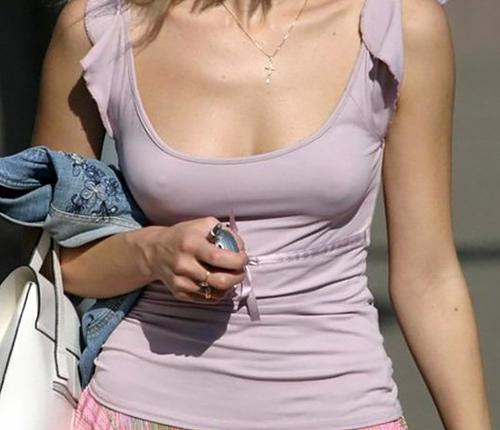 【乳首】ノーブラの女さん、ビーチクを○起させた時の透けポッチwwwwwwww(40枚)