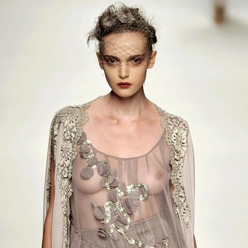 ファッションショーで犯した失態ハプニングwww完全にアウトぉぉぉぉwwwwww(※画像あり)
