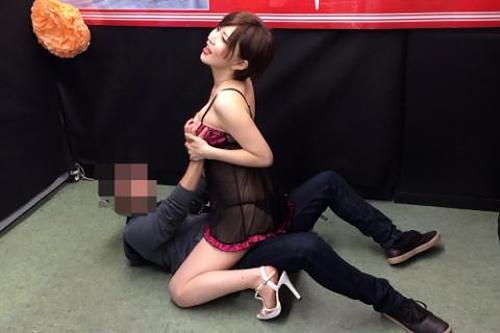 A●女優まんさん、イベントでファンを男優扱いする…帰り風俗直行やろwwwww(画像あり)